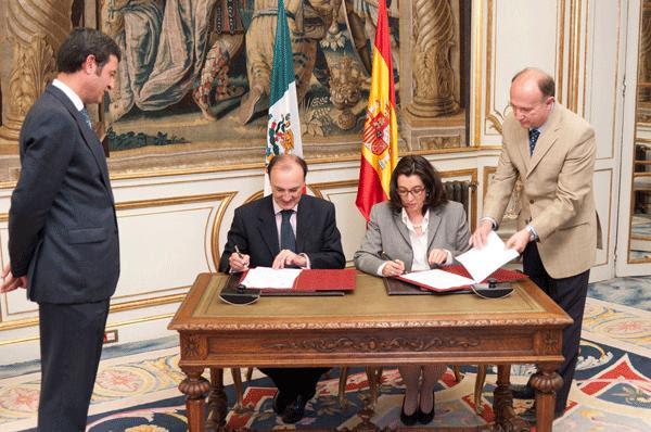 Firma del acta de los trabajos de la Subcomisión de Asuntos Políticos de la X Comisión Binacional