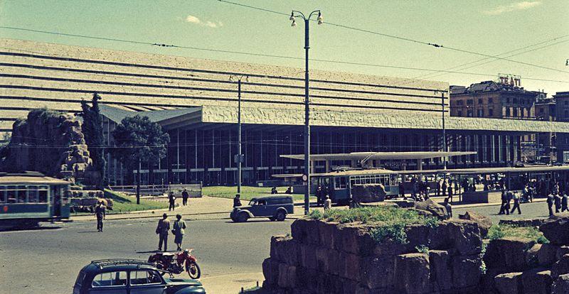 File:Stazione di Roma Termini 1956.corr.jpg