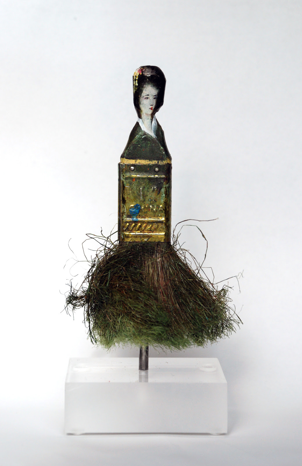 Old Paintbrush Handles Sculpted Into Heads of Women by Rebecca Szeto sculpture paint