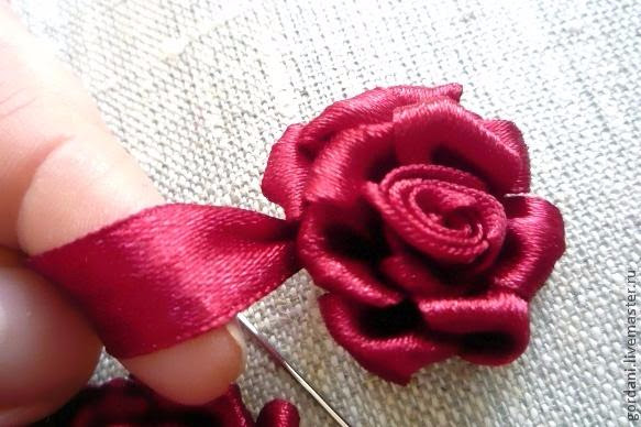 Rose flower.  ribbon embroidery (26) (583x388, 212Kb)