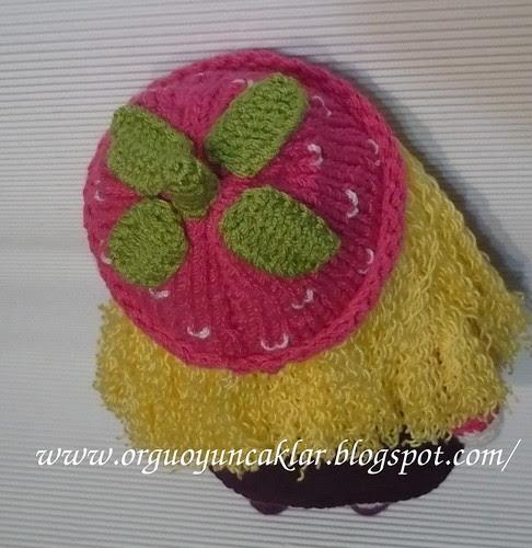 strawberry hat by orguoyuncaklar.