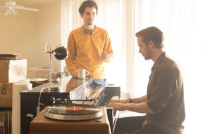 Damien Chazelle dirigindo Ryan Gosling (Foto: Divulgação/Dale Robinette/Paramount Pictures)