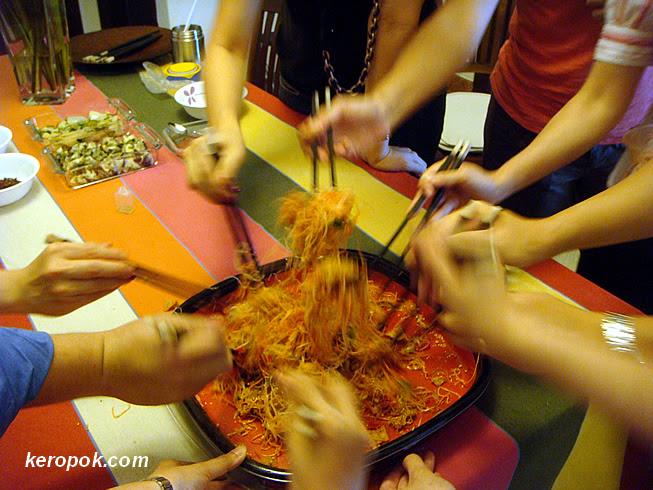 Tossing Yu Sheng