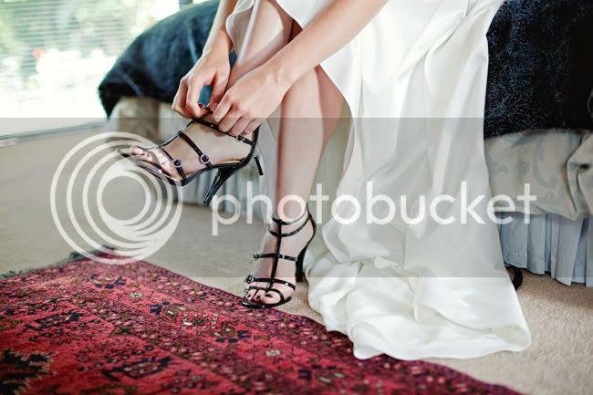 http://i892.photobucket.com/albums/ac125/lovemademedoit/CT_vintagewedding_012.jpg?t=1298457337
