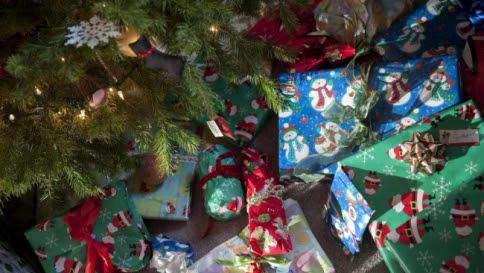 Natale, scartati regali per 5,6 miliardi Libri, tecnologia e cibo i più gettonati