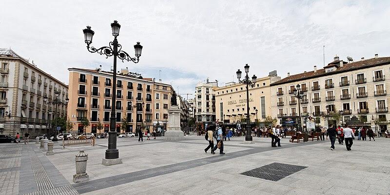 Archivo:Madrid - Plaza de Isabel II - 20110418 172727.jpg