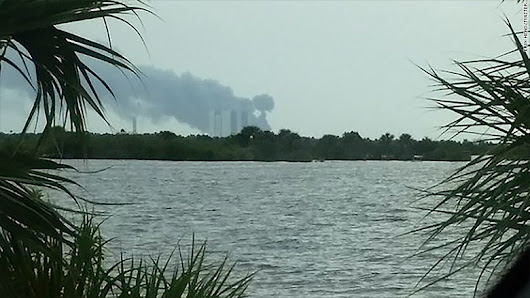 SpaceX: Explosio at Cape Canaveral launch pad