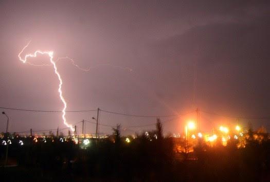 Έκτακτο δελτίο πρόγνωσης επικίνδυνων καιρικών φαινομένων – Βροχές και καταιγίδες έρχονται από τα δυτικά