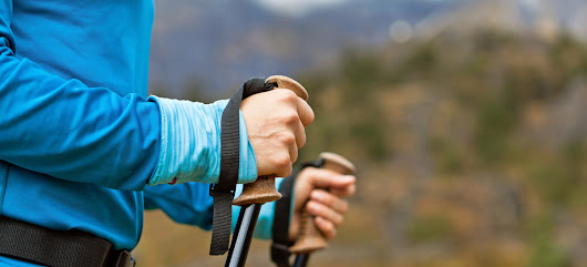 5 Reasons to Hike with Trekking Poles