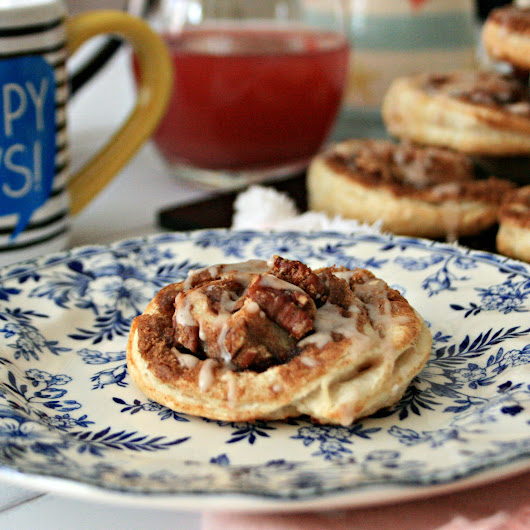 A super quick recipe for fresh homemade pecan and cinnamon whirls with cinnamon drizzle