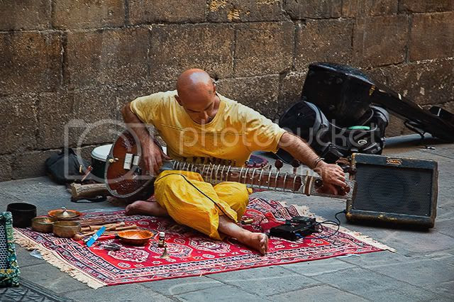 Sitar Player, Barri Gotic, Barcelona [enlarge]