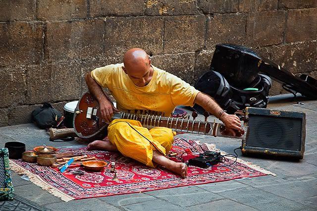 Sitar Player, Barri Gotic, Barcelona [enlarge]
