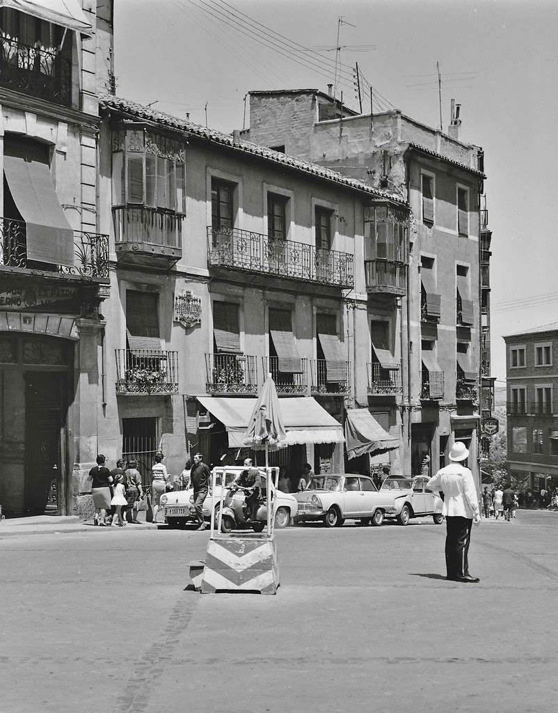 Guardia Urbano en Zocodover en 1967. Fotografía de John Fyfe