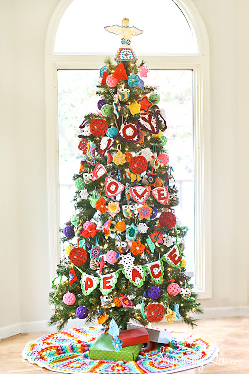 Crochet Decorated Christmas Tree {Michaels Dream Tree Challenge} | Skip To My Lou