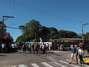 Um incêndio de grandes proporções em uma casa noturna ocorreu na madrugada deste domingo em Santa Maria (RS). O incidente, que começou por volta das 2h30, ocorreu na Boate Kiss, na rua dos Andradas, no centro da cidade. Segundo um segurança que trabalhava no local no momento do incêndio, muitas pessoas foram pisoteadas. Por volta das 10h40, foi encerrada a remoção dos corpos das vítimas em um caminhão da Brigada Militar. Eles foram levados para um ginásio da região central onde será feito o reconhecimento. O Corpo de Bombeiros acredita que o fogo teria iniciado com um sinalizador. Familiares aguardam para poder reconhecer os copos Foto: Rafael Happke / Futura Press