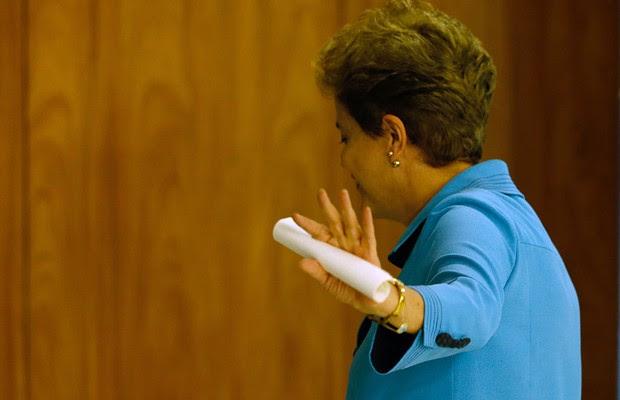 Presidente Dilma Rousseff se despede após pronunciamento (Foto: Igo Estrela/ Getty Images)