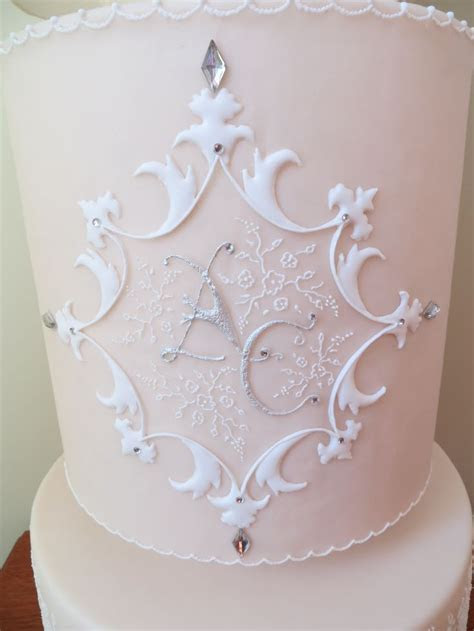 1000  images about Embroidery/piping on sides of cakes on