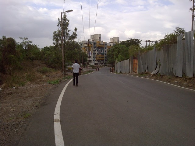 Tar Road from Baner Road to Amit's Sereno, 2 BHK & 3 BHK Flats near Pancard Clubs, Baner Pune 411045