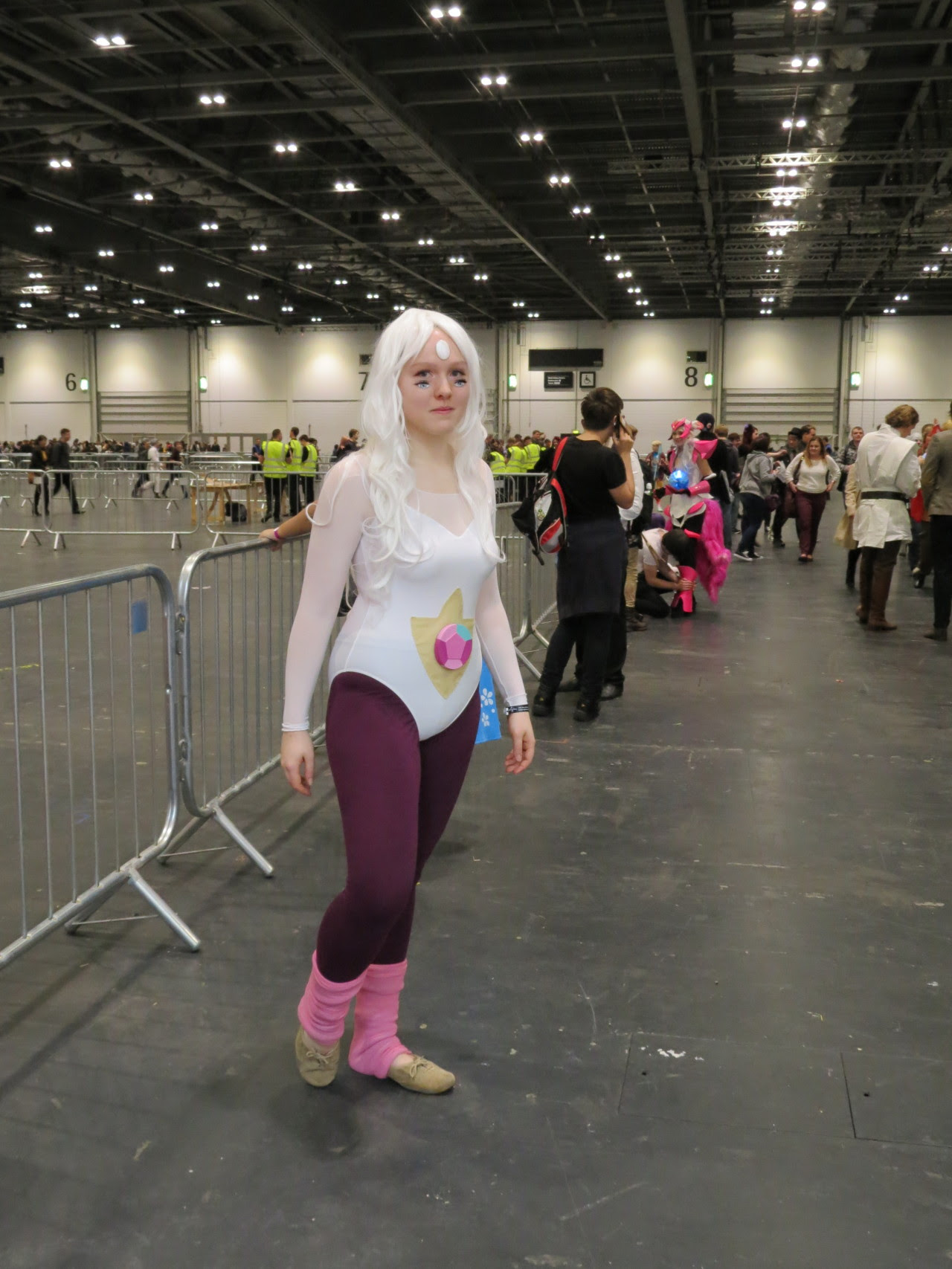 I've now realised that I didn't really get any great pictures of my Rainbow Quartz cosplay on Saturday at MCM but oh well- it was fun and I scared a lot of people with the eyes! (Message me if you're...
