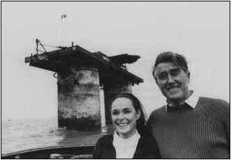 Roy Bates y su mujer, Joan, descubren Roughs Tower y su preciado secreto