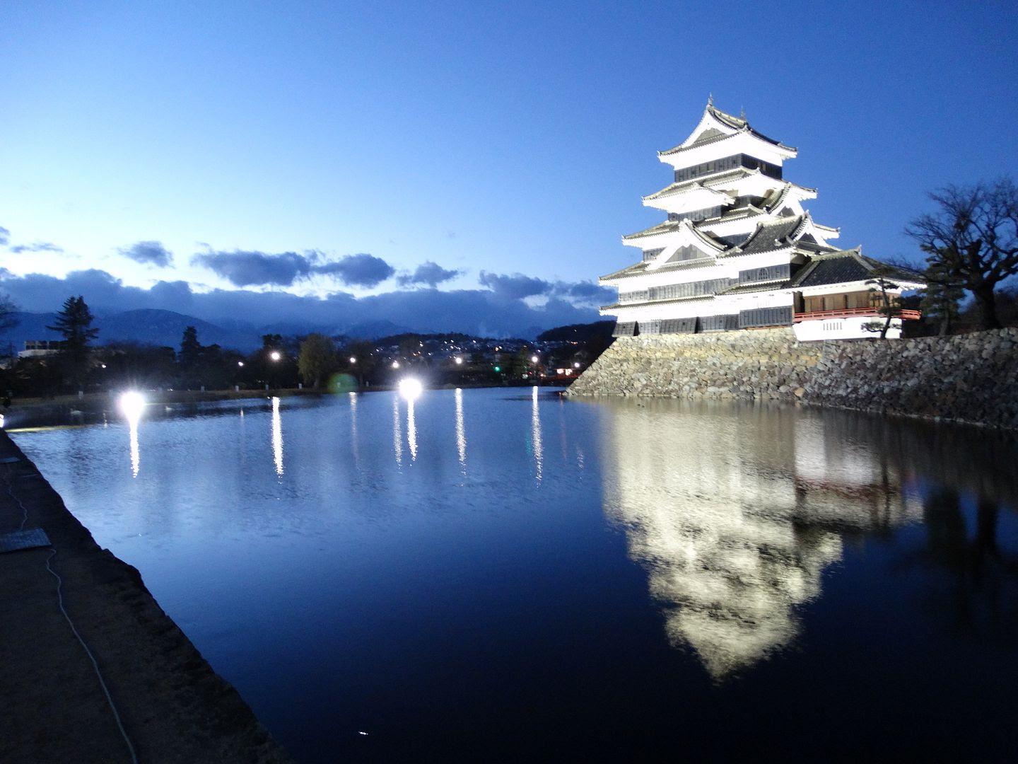 Matsumoto Castle and Water at Night photo 2013-12-20DSC00327_zps1b890b5a.jpg