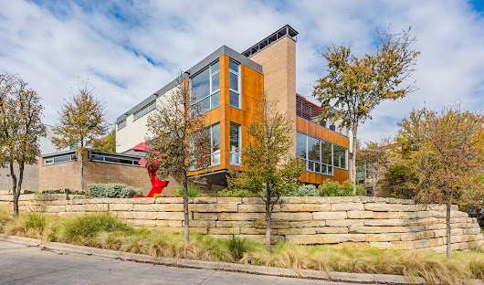 Modern Home in Kessler Woods {Dallas Architecture}