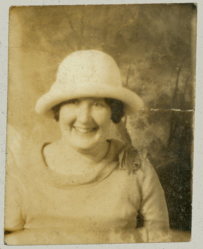 Lady in white hat - Photobooth