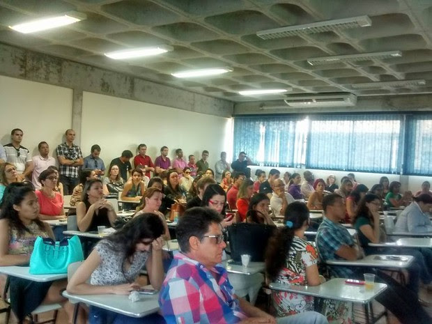 Reunião de Técnicos Administrativos da Univasf decide por greve (Foto: Thiê Gomes/ Arquivo pessoal)