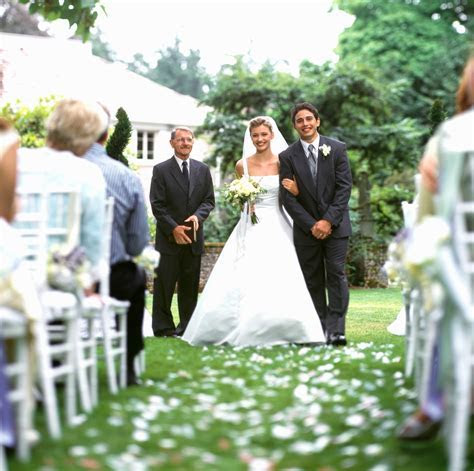 Wedding photographer?s warning to wedding guests goes