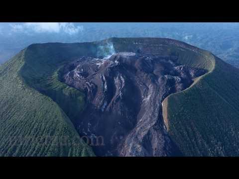 Video Detail Menakjubkan Aktivitas Vulkanik di Gunung Ibu, Halmahera