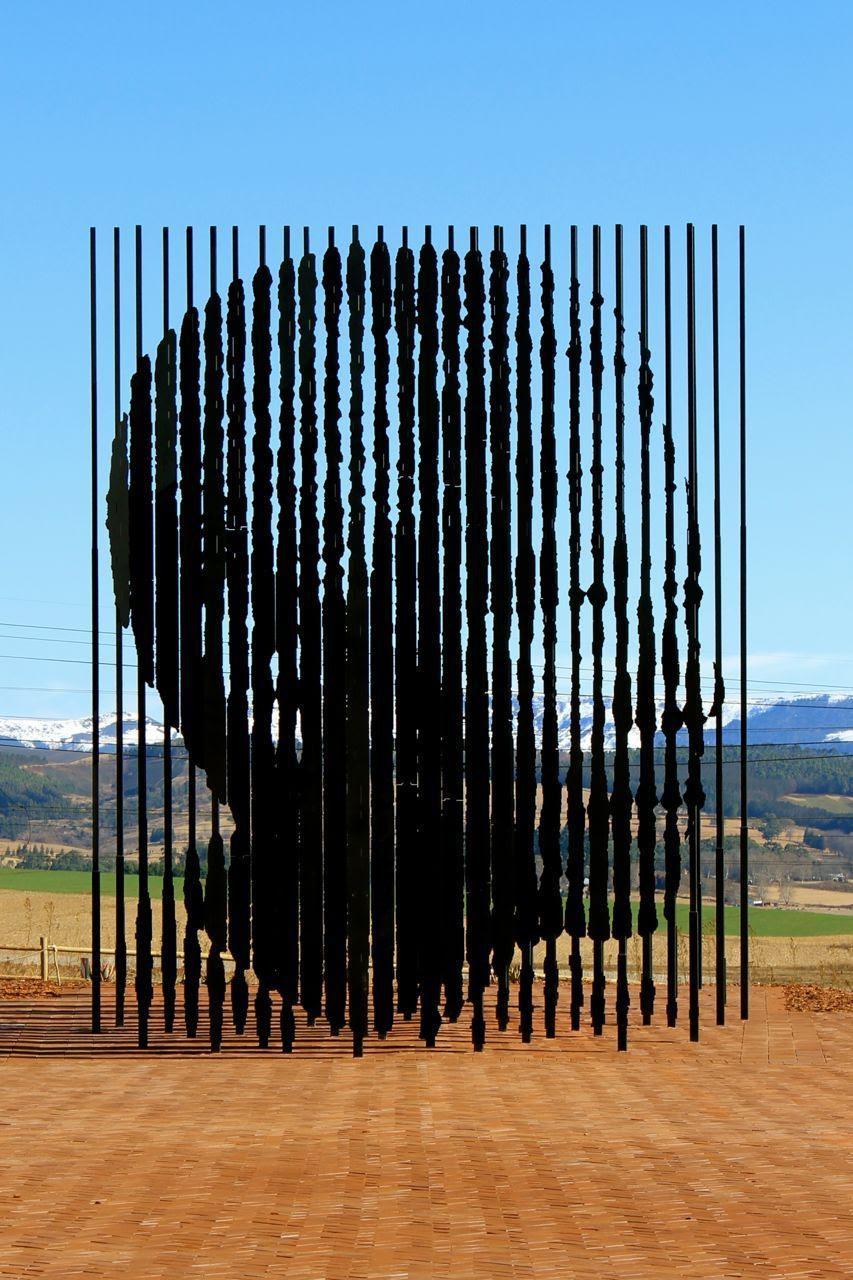 Nelson Mandela monument byMarco Cianfanelli
