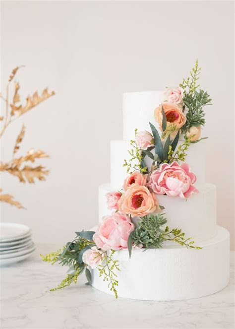 How To Put Silk Flowers On A Wedding Cake ? Afloral.com