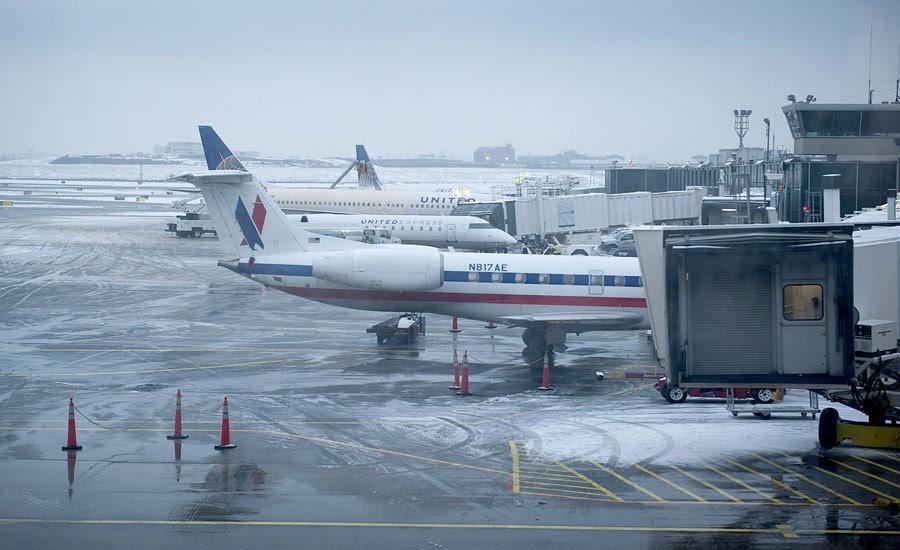EE.UU.: Cancelan más de 1,000 vuelos ante previsión de tormenta de nieve