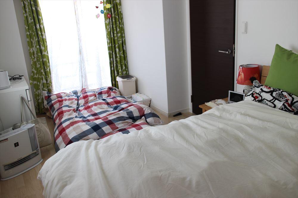 ベビーベッド使用から赤ちゃんと布団添い寝スタイルに変える ...