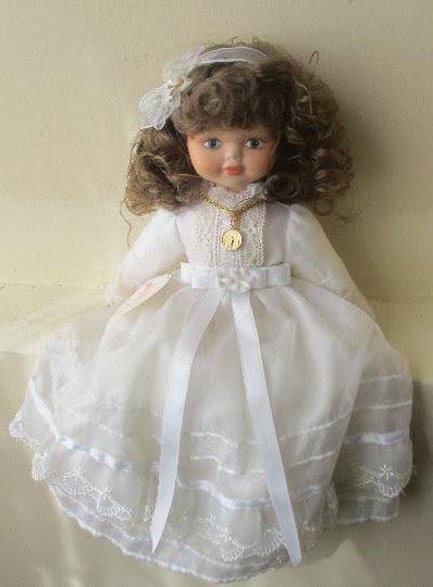 Muñeca de Comunión hecha de porcelana