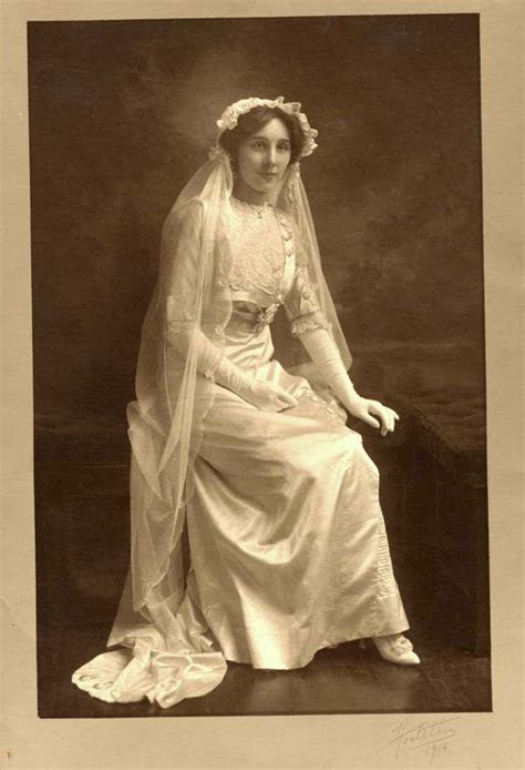 stunning vintage wedding photo    beautiful bride