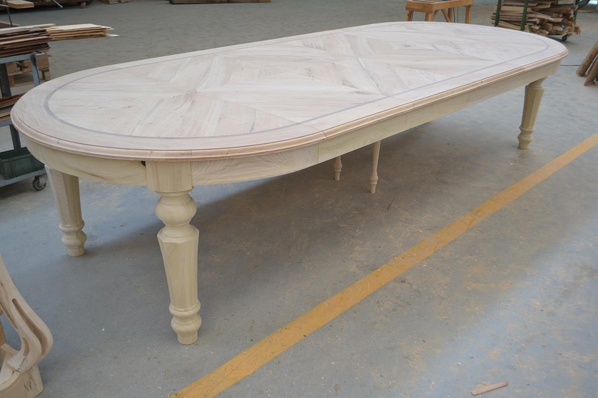 arredamenti con tavoli classici intarsiati