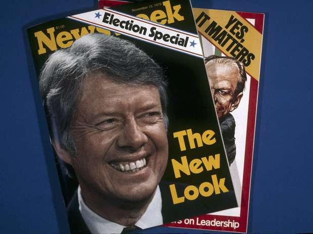 ARCHIVO- En imagen de archivo del 1 de noviembre de 1976, dos de las portadas de ediciones de la revista Newsweek en Nueva York. Newsweek anunció el jueves 18 de octubre de 2012 que planea poner fin a su versión impresa después de 80 años y cambiará a un formato totalmente digital a principios del 2013.  Foto: Suzanne Vlamis / AP