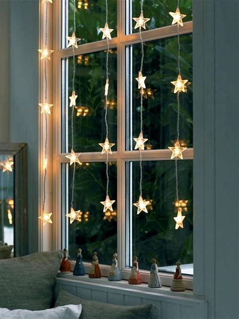 25 Rustic Christmas Window Decorations Ideas   Decoration Love