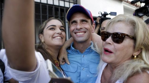 Venezuelan opposition leader Henrique Capriles (centre) and his supporters