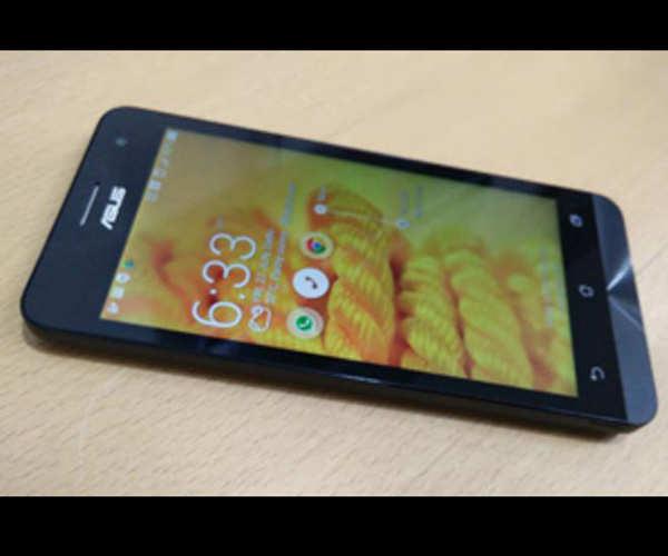 Asus Zenfone 5 — Rs 7,999