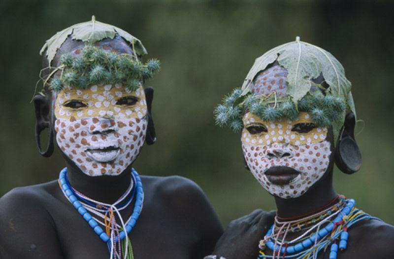A beleza das Tribos Surma e Mursi, uma cultura em perigo, no sul de Etiópia 32