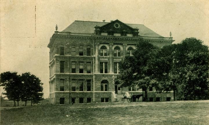File:Montgomery Hall Starkville.jpg
