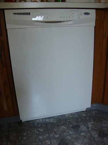 my new dishwasher:  doesn't it look like it's winking?