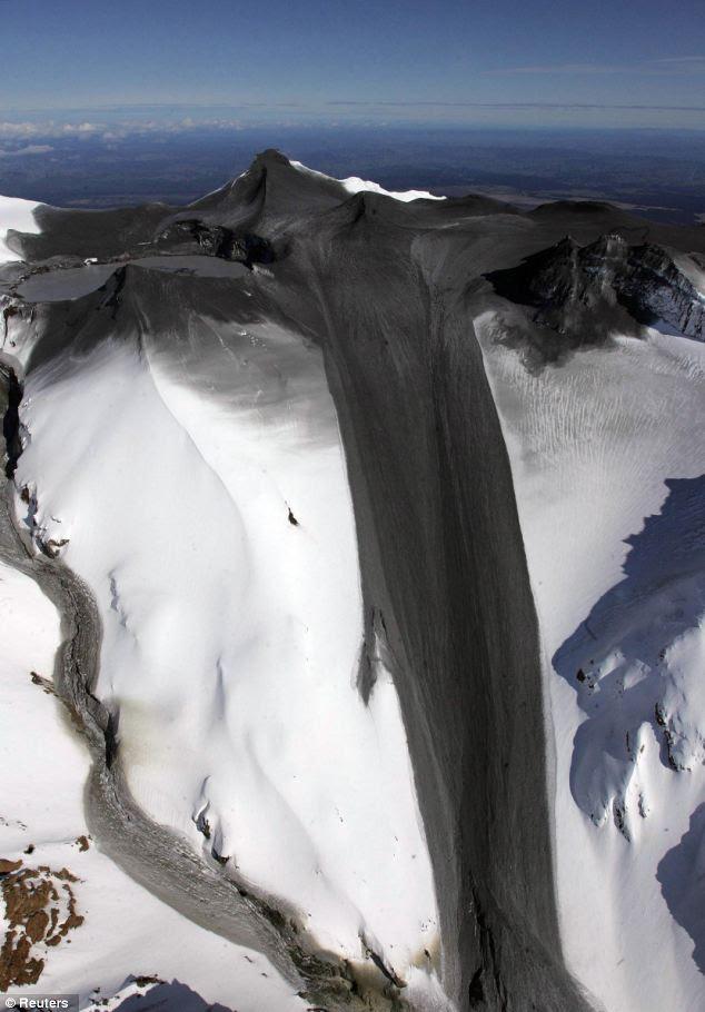 A última vez: Um manto de cinzas encontra-se sobre a área superior da Mount Ruapehu cerca de 143 milhas) ao norte da capital da Nova Zelândia, Wellington, em 2007