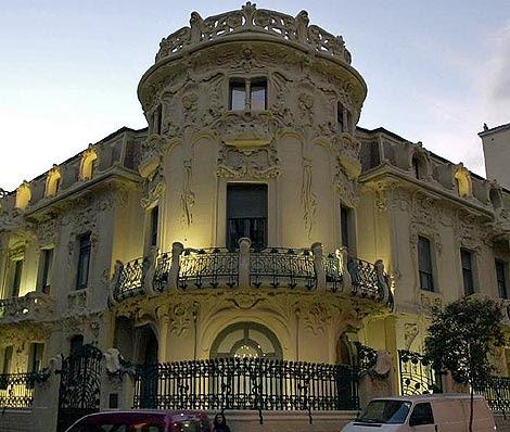 Fachada del edificio de la SGAE en Madrid. | Foto: Zipi