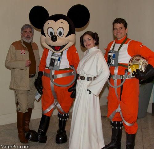 DragonCon 2012 - Rebel pilot Mickey, Princess Leia