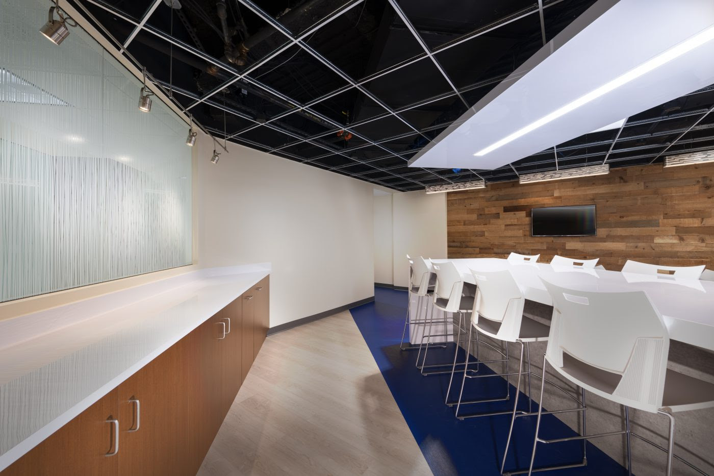 100 Lakeforest Blvd Cafe And Breakout Space Bates Architects