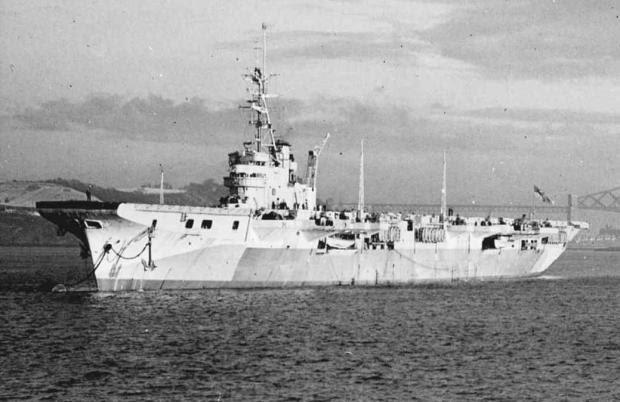 HMS Vengeance, futuro NAeL Minas Gerais, a serviço da Marinha Britânica.