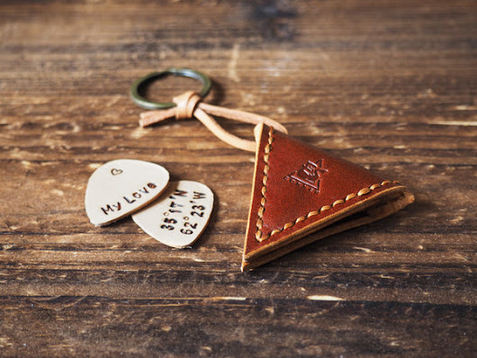 Leather Guitar Pick Case Keychain #Whiskey Brown | ES Corner